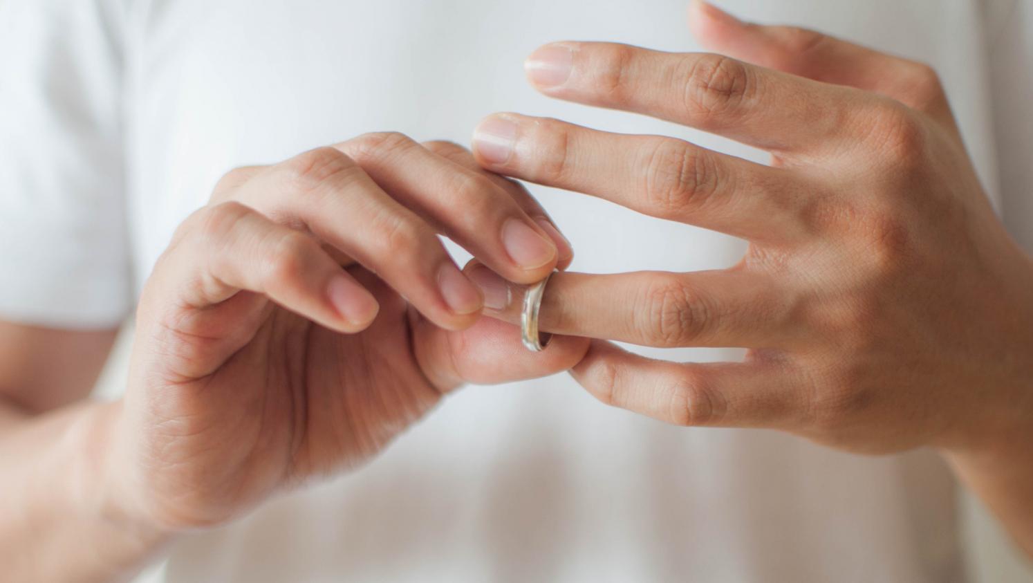 EMPÊCHER LE DIVORCE DANS UN COUPLE EN DIFFICULTÉ DE GROSSESSE